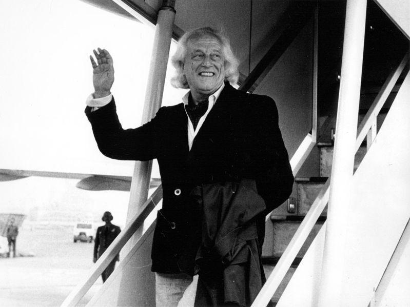 Rafael Alberti returns to Madrid after exile